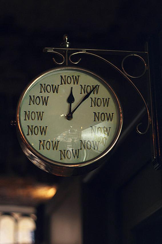 giornate-giornata-infinita-tempo-orologio-attese-stress-non-si-dice-piacere-bon-ton-buone-maniere.-orologio-now